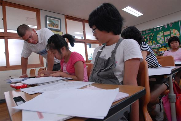 Top earthquake tip for high school students in Korea — stop studying, take cover